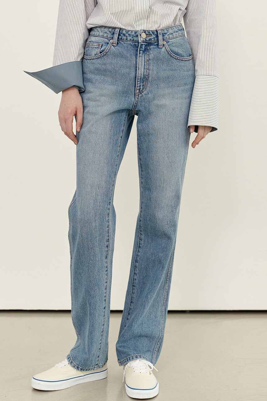[앤유티비][김나영 착용]BAGUMJI Straight fit denim pants (Light blue)