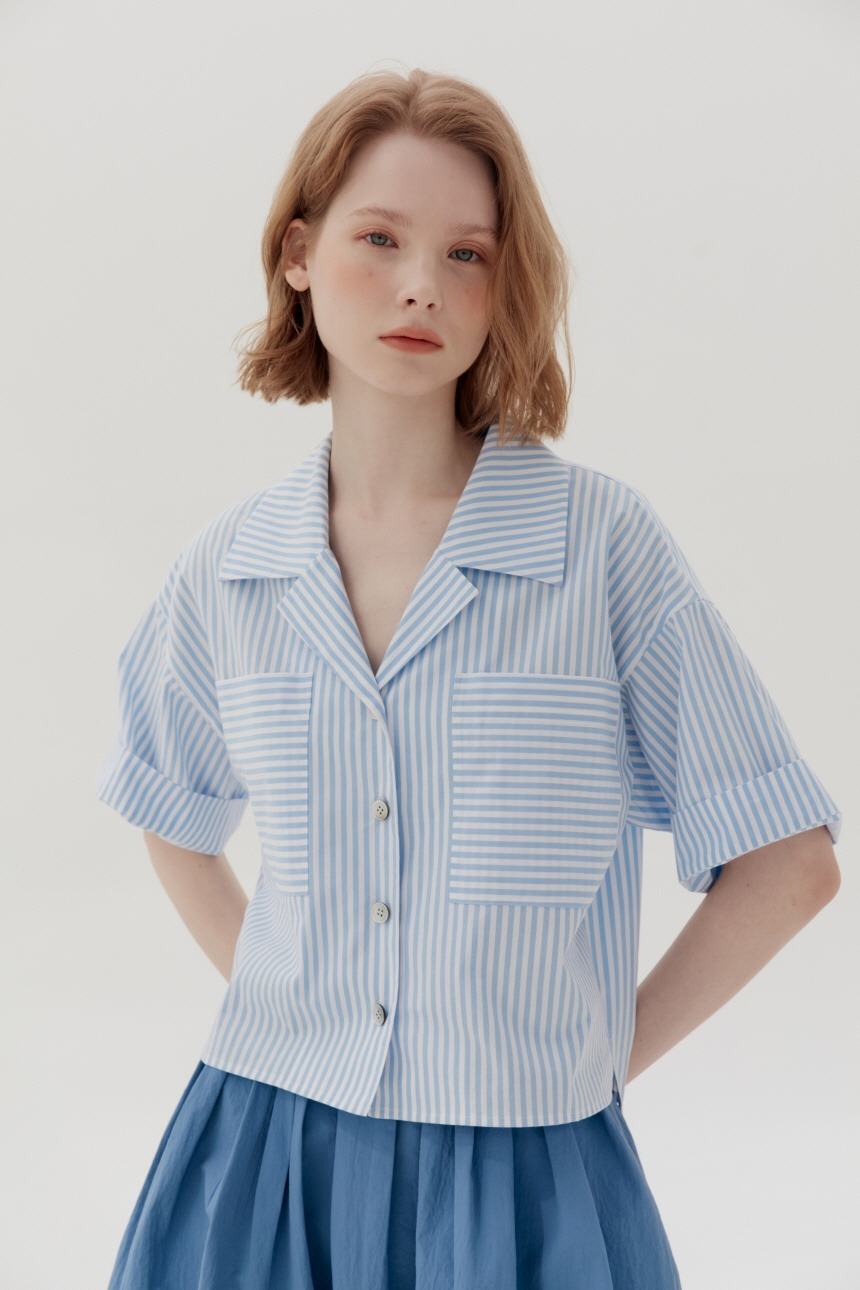 PYEONGDAE Cropped oversized shirt (Light blue stripe)